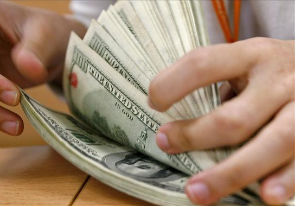 Y see efectivizaron 355.746 operaciones de compra de dólares por más de $ 1.500 millones