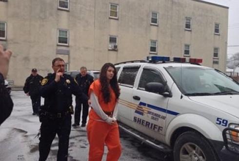 Una joven de 19 años confesó haber asesinado a más de 20 personas en EEUU
