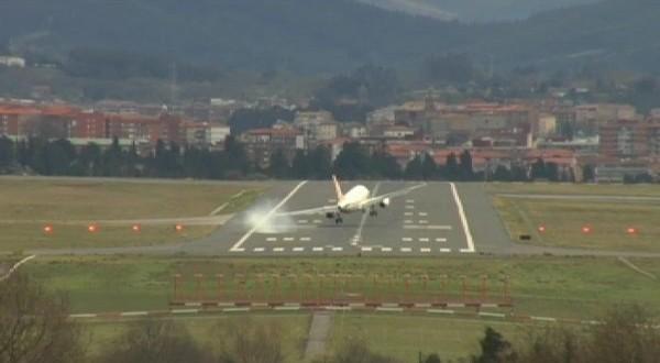 Video: Impresionante aterrizaje de un avion con fuertes rafagas de viento
