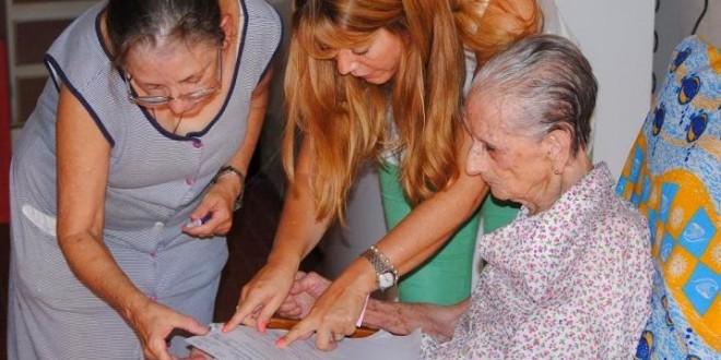 AFIP le descontó 17 mil a jubilada de 101 años
