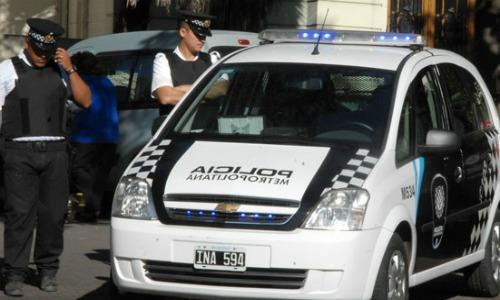 Encuentran un coreano muerto dentro de su auto en Caballito