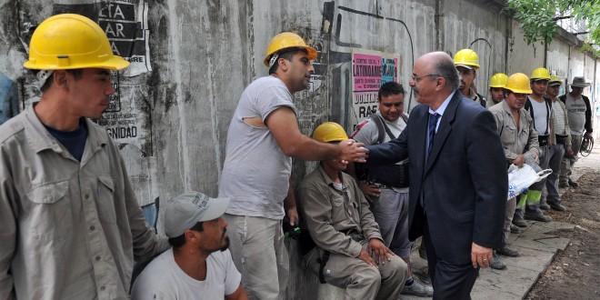 Tomada recorrió la villa 21-24 y visitó las obras que encara el Gobierno Nacional