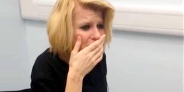 La emoción de una mujer que nació sorda y escucha por primera vez