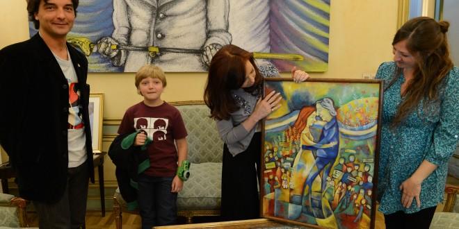 Cristina recibió un cuadro pintado por una descendiente de Belgrano