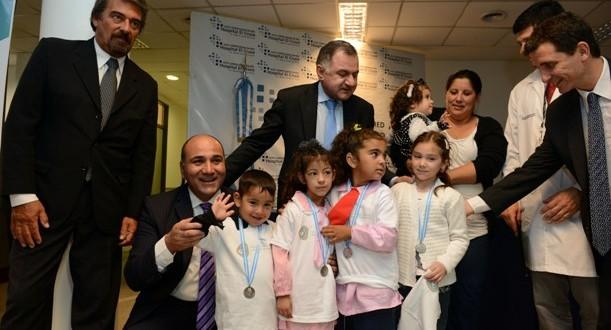Manzur entregó equipamiento a 20 hospitales para la detección temprana de la hipoacusia