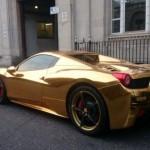 Una Ferrari 458 Spider de oro