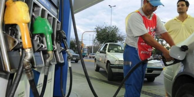 ¿Cuánto cuesta llenar el tanque de combustible en Argentina?