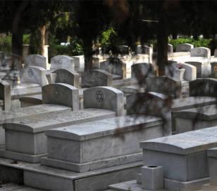 Profanaron 12 tumbas en un cementerio judío en Grecia