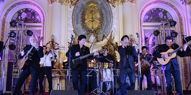 Los Carabajal ofrecieron un concierto en la Casa de Gobierno.