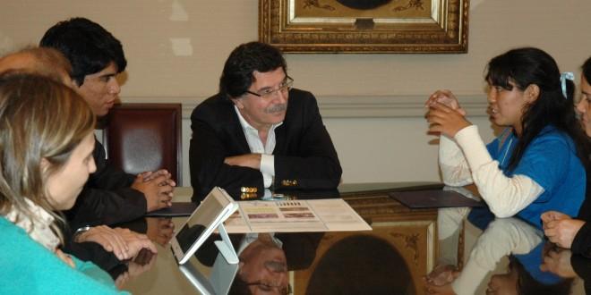 Sileoni recibió a estudiantes wichis ganadores de una Feria Internacional de Ciencias en USA