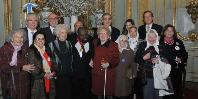 Argentina condecoró a Cruz Melchor Eya Nchama, luchador por los derechos humanos durante la dictadura