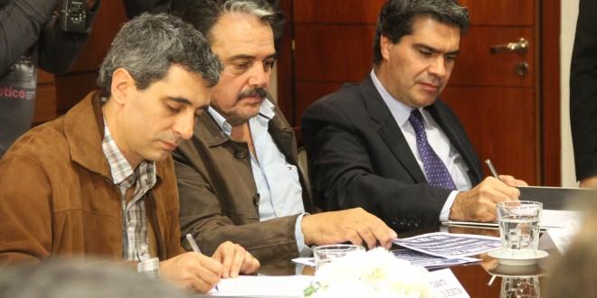 Capitanich firmó un contrato para la construcción de una red de 500 kilovatios que beneficiará a Chaco y Corrientes