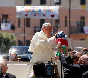 El Papa Francisco denuncia el tormento de niños víctimas de la mafia