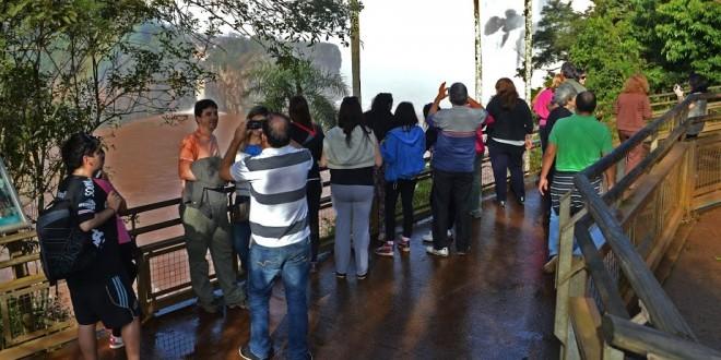 Miniturismo del Mundial de Brasil visita las cataratas