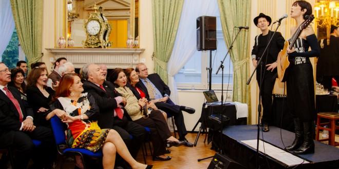 María Volonté dio un recital en la embajada Argentina en Londres
