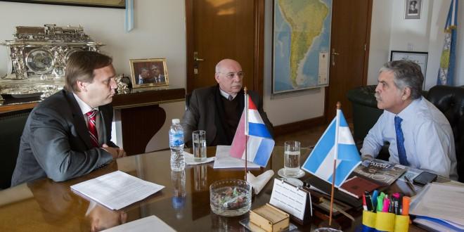 Argentina y Paraguay continúan la revisión del Tratado de Yacyretá
