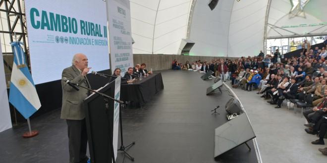 Casamiquela anunció aportes por $ 420 millones a pequeños y medianos productores