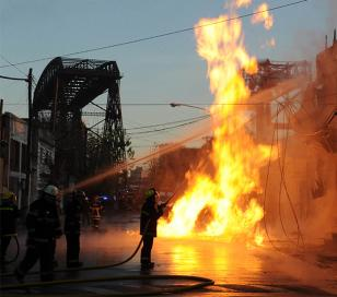 Incendio por fuga de gas en Isla Maciel