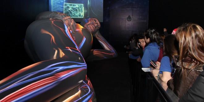 Salud instaló una escultura robótica de 17 metros en Tecnópolis para aprender sobre reproducción humana