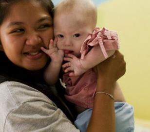 Abandonaron a su bebé con síndrome de Down concebido en vientre alquilado
