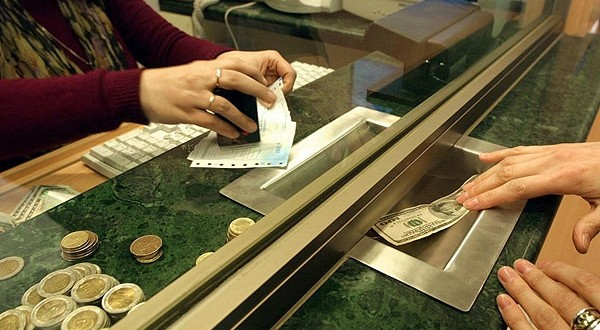 Se fueron $ 3.100 millones de los bancos en 30 días