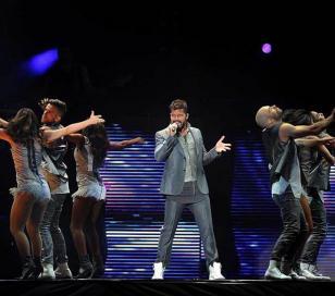 Ricky Martin deleitó a 70 mil personas y retó a Luis Miguel