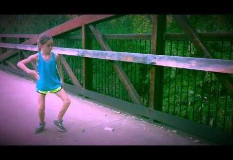 Video: Tiene 11 años, y  ha aprendido ella sola este tipo de baile