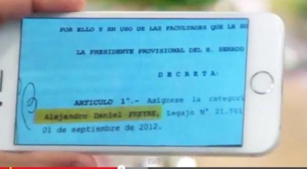 Feinmann mostró el contrato que le firmó Betty Rojkés a Alex Freyre