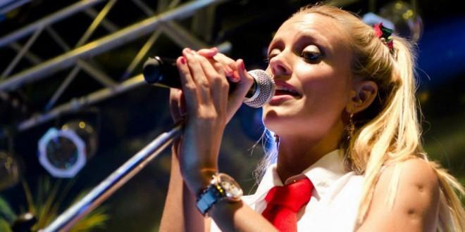 Fotos y chats prohibidos de la cantante de Agapornis