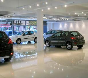El patentamiento de autos bajó el 30,2%