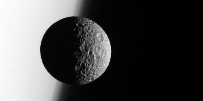 Esta luna podría esconder un océano interior