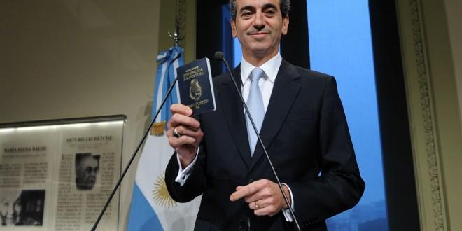 Randazzo disertará sobre el pasaporte electrónico en un simposio en Canadá