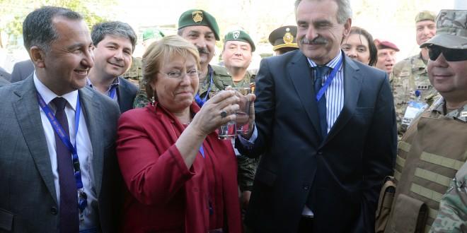 Rossi se reunió con la presidenta Michelle Bachelet en un ejercicio militar combinado