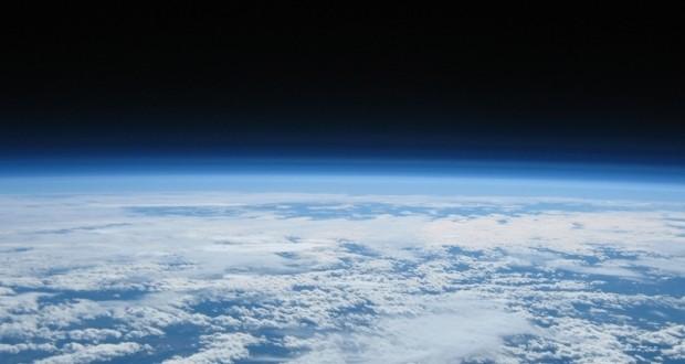 Expertos occidentales están preocupados por la detección de un objeto desconocido orbitando la Tierra