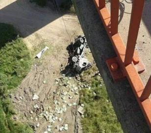 Dos personas murieron hoy al caer un camión puente del Zárate – Brazo largo