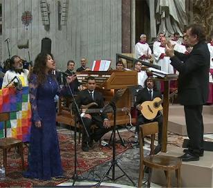 Patricia Sosa en la Misa Criolla ante el Papa Francisco