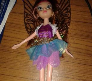 """Niña de tres años recibió como regalo una muñeca """"travesti"""""""