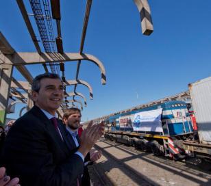 Randazzo, junto a Augusto Costa, recibió el primer tren de cargas en el Mercado Central