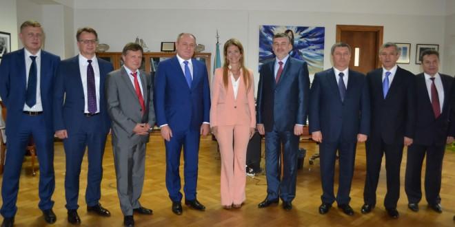 La petrolera rusa Gazprom expresó su interés en desarrollar redes de GNC a partir de la experiencia argentina
