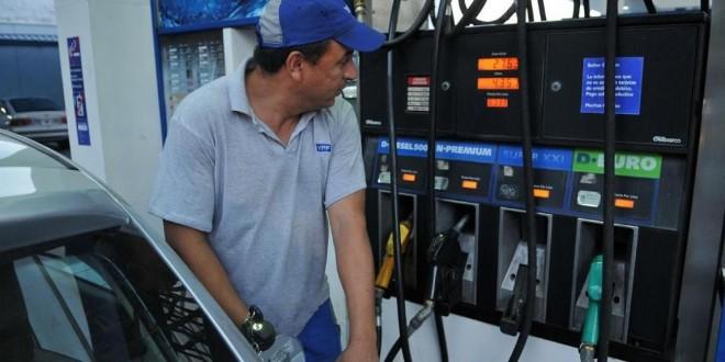 Las naftas y el gasoil bajarán 5% a partir del 1 de enero de 2015