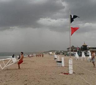 Mar del Plata: trabajos de evacuación ante tormenta eléctrica