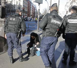 París saca a la calle 10 mil militares