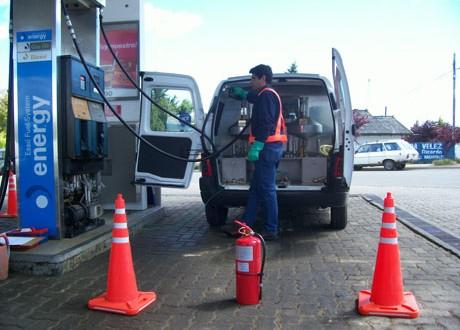 El INTI controla la carga de combustible en estaciones de servicio