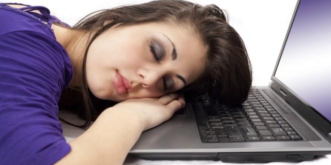Cómo le afecta dormir poco a tu cerebro