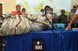 Recuperan del mar 40 cuerpos del avión de AirAsia