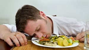 ¿Cómo evitar el sueño después de comer?