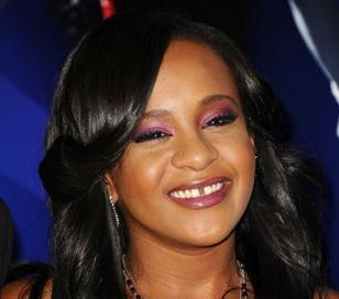 Bobbi Kristina Brown, hija de Whitney Houston fue declarada con muerte cerebral