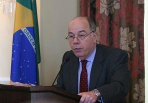 Capitanich y ministros se reúnen con el canciller Vieira