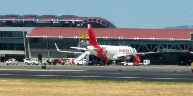 Se suicidó un pasajero en un avion en pleno vuelo