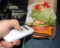 Crean un dispositivo para detectar si escupieron en la comida